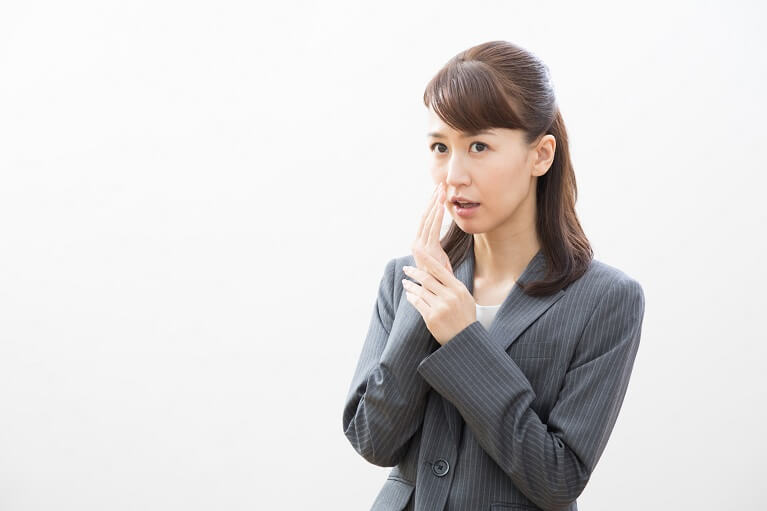 口が臭いかも…口臭の原因は?