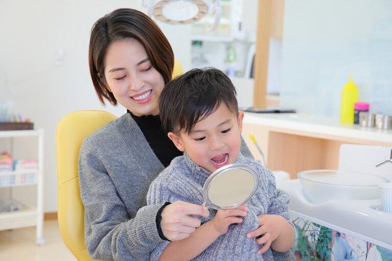 子供の歯並びが悪くなるのは遺伝が原因?それとも環境?