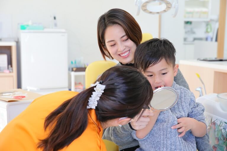 前歯が虫歯になる原因:口呼吸などで口の中がいつも乾いている