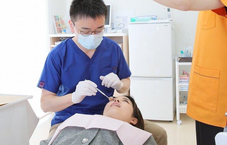 歯茎が腫れ、血や膿が出ている場合は歯周病が原因